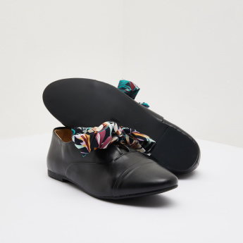 Loafers with Printed Bow Accent