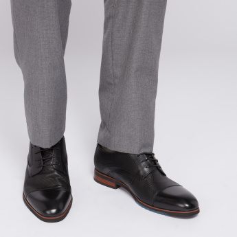 STEVE MADDEN Textured Derby Shoes with Lace-Up Closure