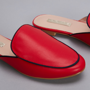 Paprika Slides with Piping Detail