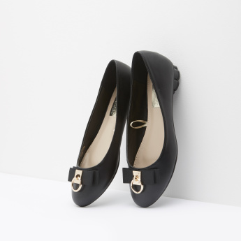 Slip-On Ballerina Shoes with Bow and Scalloped Heel Detail