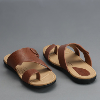 Barefeet Textured Arabic Sandals with Toe Strap