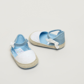 Juniors Textured Sandals with Bow Applique